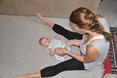 Baby-Yoga-Padhahasta