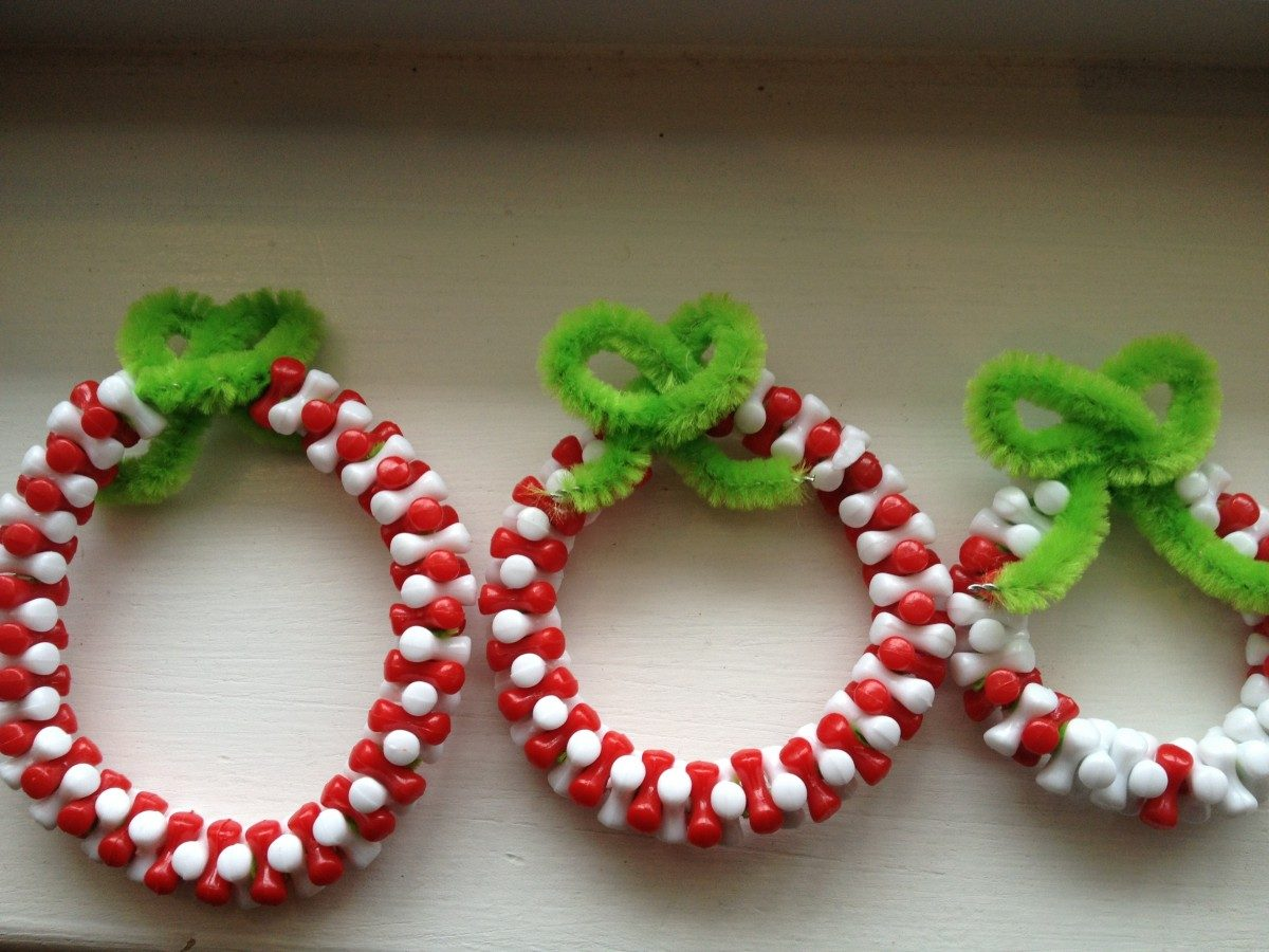 DIY Kids Christmas Craft Idea from Mama and Baby Love - christmas wreath